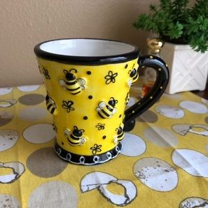 Striped yellow bee 3D Look planter mug